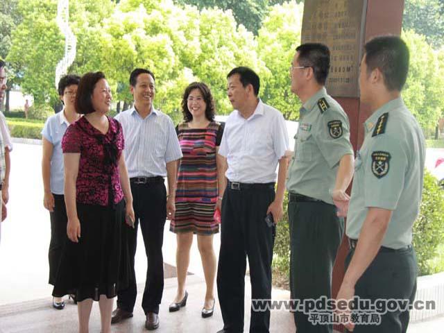 [图]苏红英副局长携市二中领导班子慰问部队官兵