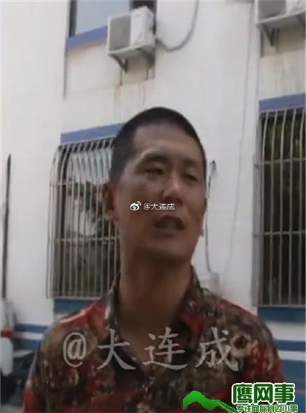 大连大商一市场突发火情 记者采访遭殴打摄像机受损